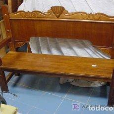 Antigüedades: BANCO DE MADERA DE CAOBA MACIZA. Lote 138960246