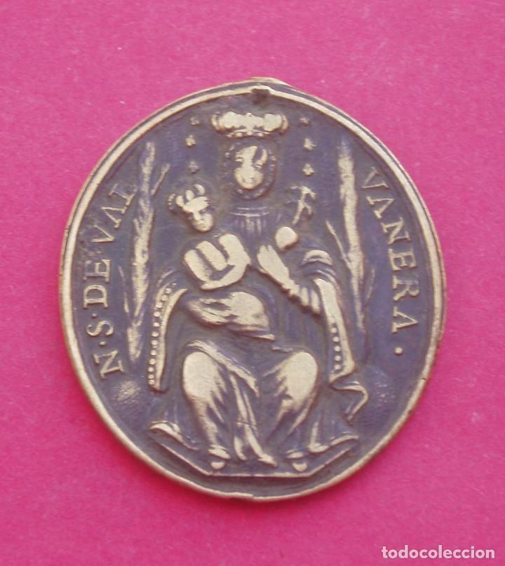 MEDALLA SIGLO XVIII VIRGEN DE VALVANERA Y SAN BENITO. LA RIOJA. (Antigüedades - Religiosas - Medallas Antiguas)