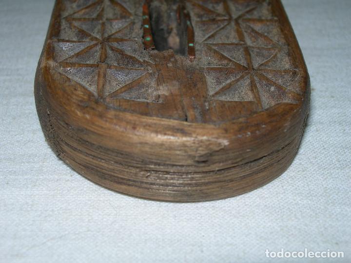 Antigüedades: MUY ANTIGUO Y BONITO CASCAPIÑONES DE MADERA TALLADO A MANO - ARTE PASTORIL - CASCA PIÑONES - - Foto 8 - 138972750