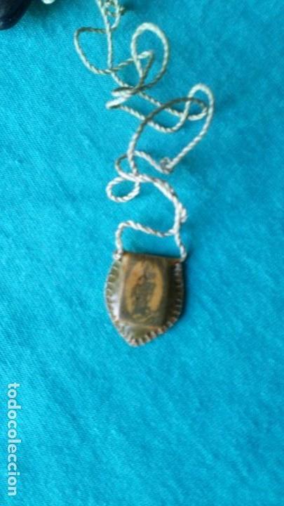 Antigüedades: Escapulario enfundado en piel con estuche de cuero, artesanía - Foto 3 - 139020262