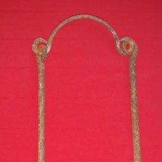 Antigüedades: GANCHO DE CALDERO DE FORJA. Lote 139031630