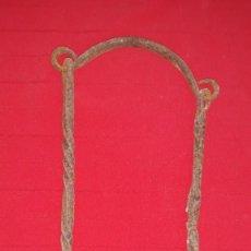 Antigüedades: GANCHO DE CALDERO DE FORJA. Lote 139032966