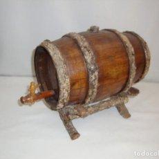 Antigüedades: PEQUENÕ BARRIL DE VINO EN MADERA CON SUPORTE. Lote 139075190