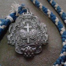 Antigüedades: SEMANA SANTA SEVILLA - ANTIGUA MEDALLA CON CORDON DE LA HERMANDAD DE LOS NEGRITOS. Lote 139086742