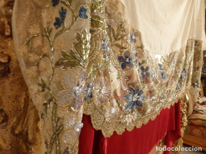 Antigüedades: Mantel-frente de altar en tul adornado con encajes de oro, sedas, etc. 234 x 92 cm. Pps. S. XX. - Foto 3 - 139121006