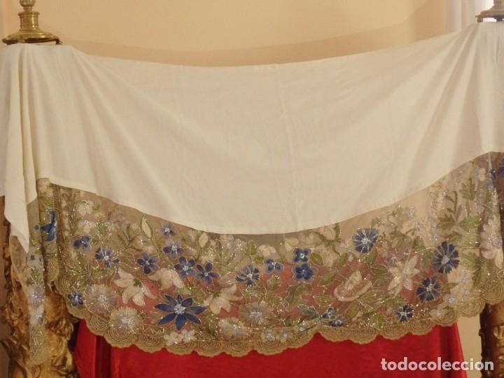 Antigüedades: Mantel-frente de altar en tul adornado con encajes de oro, sedas, etc. 234 x 92 cm. Pps. S. XX. - Foto 6 - 139121006