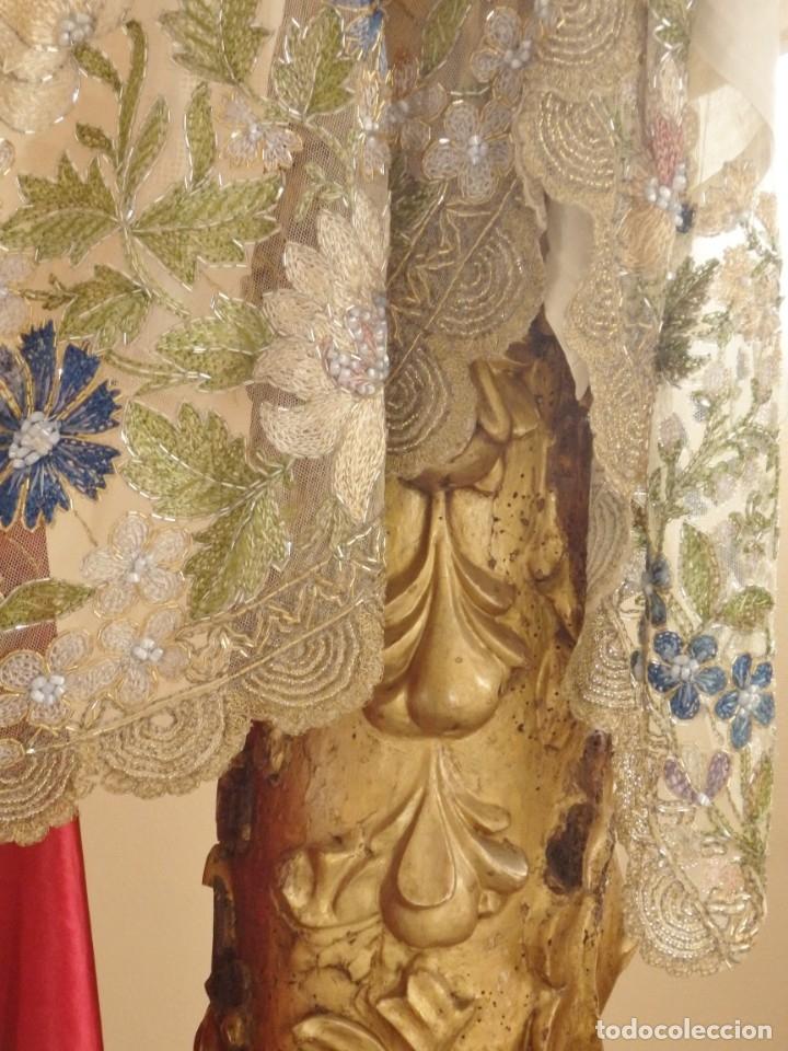Antigüedades: Mantel-frente de altar en tul adornado con encajes de oro, sedas, etc. 234 x 92 cm. Pps. S. XX. - Foto 7 - 139121006