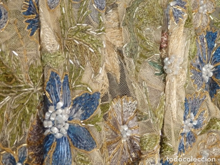 Antigüedades: Mantel-frente de altar en tul adornado con encajes de oro, sedas, etc. 234 x 92 cm. Pps. S. XX. - Foto 18 - 139121006