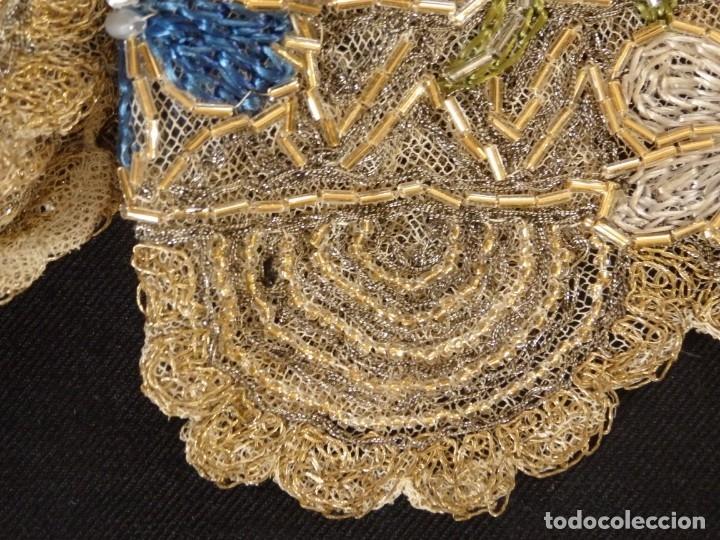 Antigüedades: Mantel-frente de altar en tul adornado con encajes de oro, sedas, etc. 234 x 92 cm. Pps. S. XX. - Foto 21 - 139121006