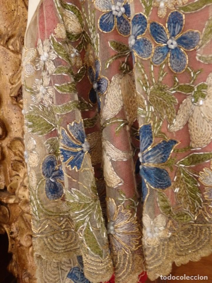Antigüedades: Mantel-frente de altar en tul adornado con encajes de oro, sedas, etc. 234 x 92 cm. Pps. S. XX. - Foto 25 - 139121006