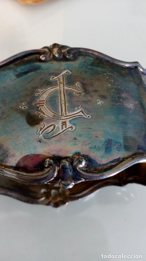 Antigüedades: Servilletero de plata antiguo con iniciales en su estuche - Foto 7 - 139124506
