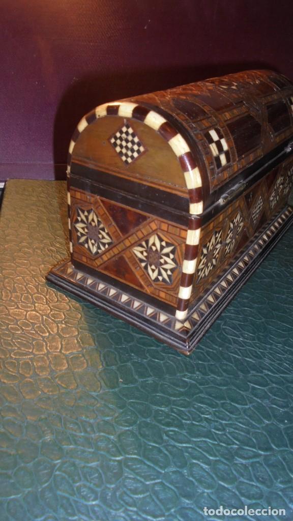 Antigüedades: ANTIGUA CAJA COFRE DE TARACEA MARFIL Y DIFERENTES MADERAS DE MARQUETERIA S.XIX O PRINCIPIO DEL S. XX - Foto 4 - 139154998
