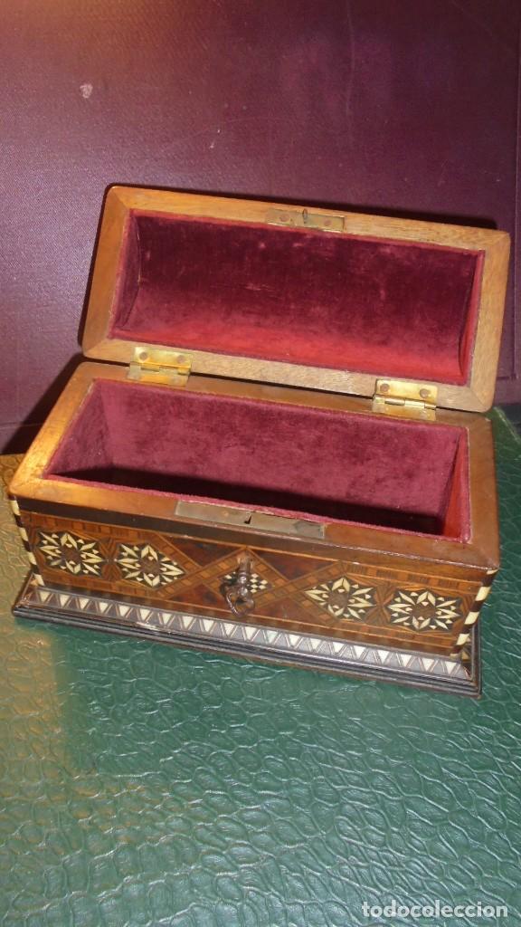 Antigüedades: ANTIGUA CAJA COFRE DE TARACEA MARFIL Y DIFERENTES MADERAS DE MARQUETERIA S.XIX O PRINCIPIO DEL S. XX - Foto 6 - 139154998