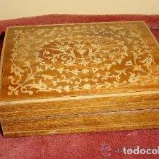Antigüedades: CAJITA DE MUSICA CON MARQUETERIA, AÑOS 1950. Lote 139182454