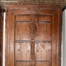 Antigüedades: PUERTA DE MADERA TALLADA ORIGINAL DE INDIA.SIGLO XVIII.. Lote 139187826