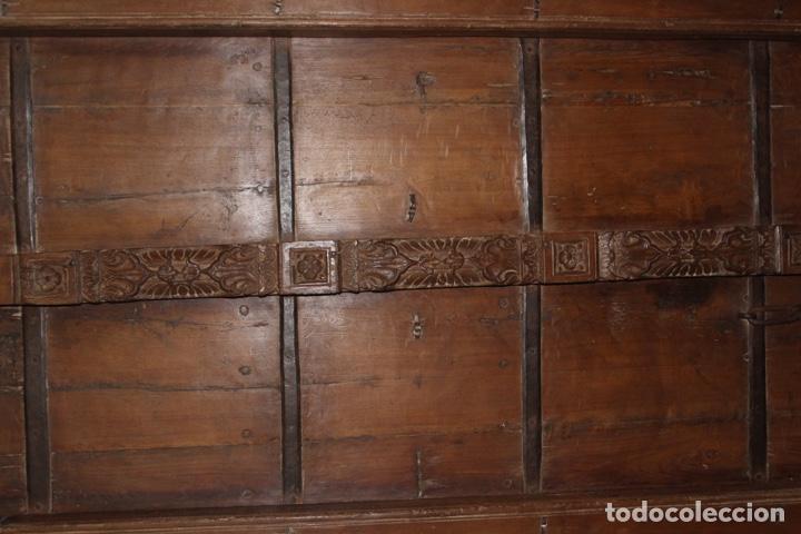 Antigüedades: PUERTA DE MADERA TALLADA ORIGINAL DE INDIA.SIGLO XVIII. - Foto 2 - 139187826