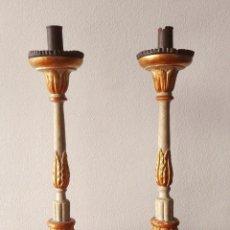 Antiques - Pareja de Candeleros Italianos en Madera tallada y dorada. Siglo XIX - 139192486