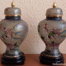 Antigüedades: PAREJA DE TIBORES. CRISTAL PINTADO A MANO AL ESTILO CLOISONNÉ. AVE FÉNIX- FENGHUANG. CHINA. S. XX.. Lote 139206058