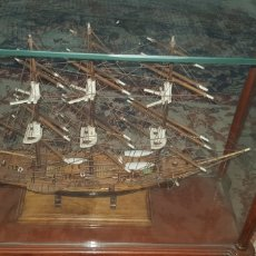 Antigüedades: BARCO EN HURNA DE CRISTAL. Lote 139216876