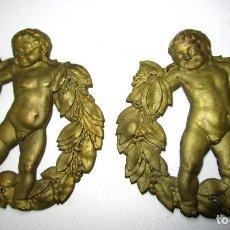 Antigüedades: PAREJA EMBELLECEDORES ANTIGUO IMPERIO ORIGINAL FRANCIA LATON CIRCA 1840 QUERUBIN CORONA LAUREL . Lote 139236334