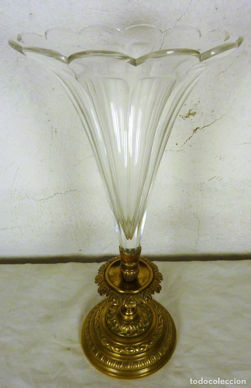 Antigüedades: Gran copa o centro en bronce y cristal tallado, estilo imperio, mitad del siglo XIX - Foto 2 - 139255510