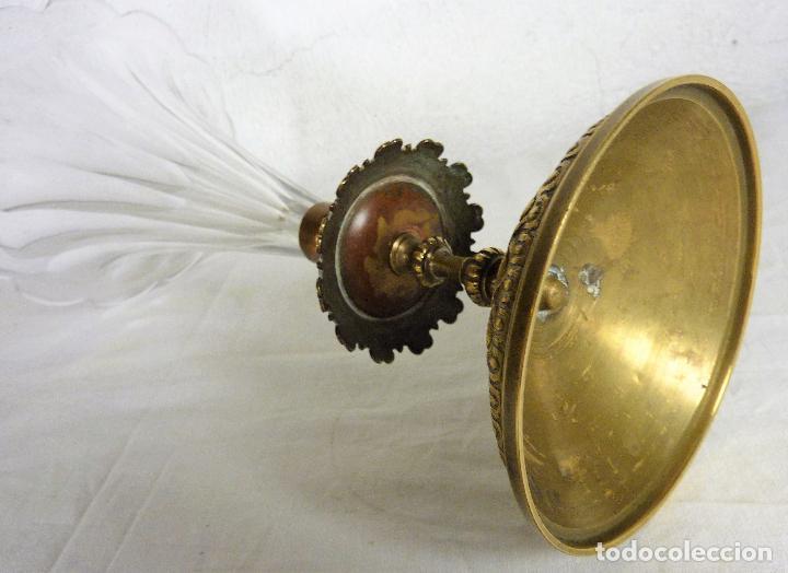 Antigüedades: Gran copa o centro en bronce y cristal tallado, estilo imperio, mitad del siglo XIX - Foto 5 - 139255510