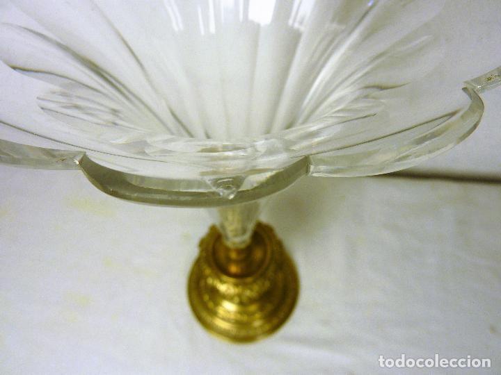 Antigüedades: Gran copa o centro en bronce y cristal tallado, estilo imperio, mitad del siglo XIX - Foto 6 - 139255510