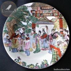Antigüedades: PLATO PORCELANA POLICROMADO A MANO MANUFACTURA CHINA FIRMADO SELLO ROJO, ORIENTAL ANTIGUO S XIX - XX. Lote 139282650