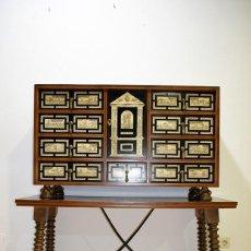 Antigüedades: BARGUEÑO DE MADERA Y APLICACIONES DE HUESO - MOTIVOS CACERÍA. Lote 139306086