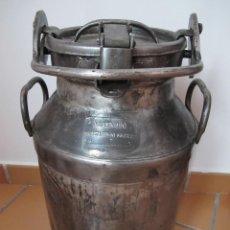 Antigüedades: ESPECTACULAR LECHERA DE ACERO CON TAPA DE CIERRE DE SEGURIDAD.. Lote 139337286