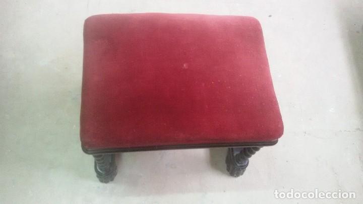 Antigüedades: Juego de dos sillones y banqueta reposapies - Foto 2 - 139345026