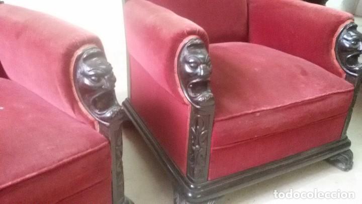 Antigüedades: Juego de dos sillones y banqueta reposapies - Foto 14 - 139345026