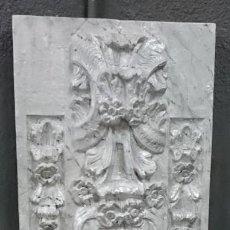 Antigüedades: ANTIGUA TABLA DE RETABLO DE RESINA ANTIGUA. MOTIVOS ORNAMENTALES Y VEGATALES. MARMOLIZADA-NACAR.. Lote 139355282