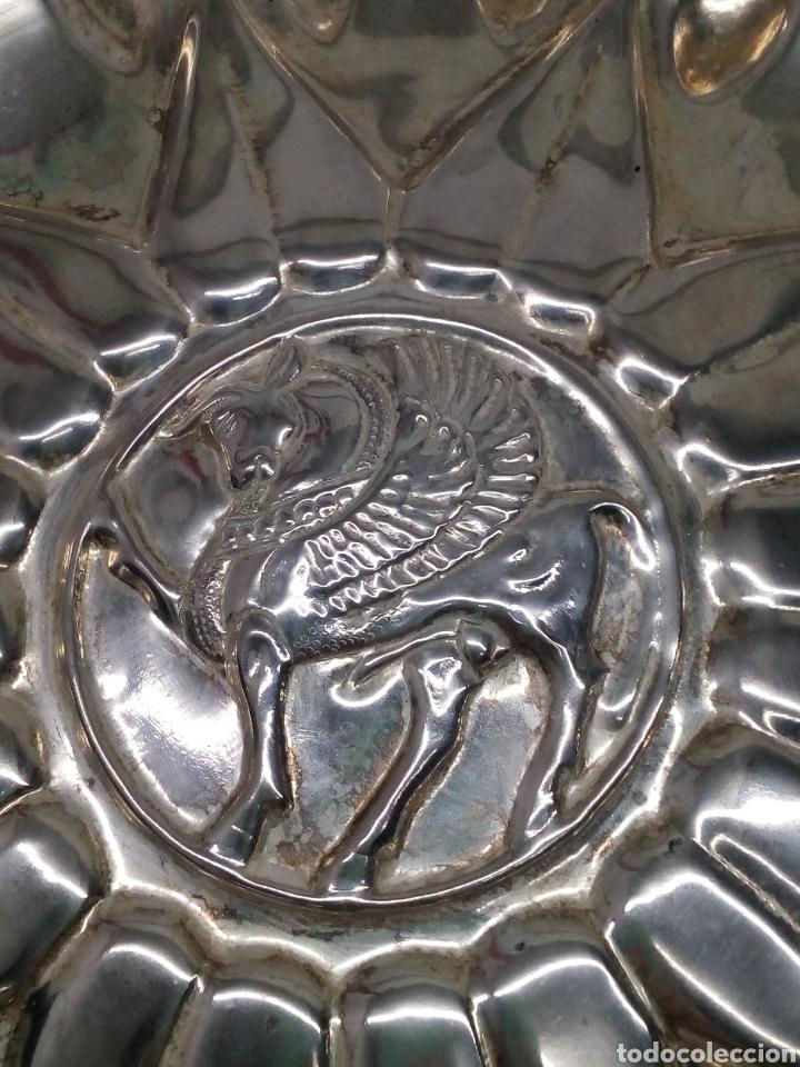 Antigüedades: Plato Alpaca con relieves decoración - Foto 2 - 139388642