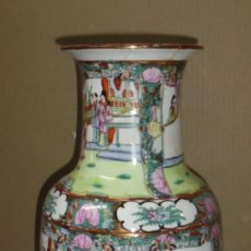 Antigüedades: ANTIGUO JARRON CHINO. MACAO. DIBUJOS ORIENTALES. PINTADO A MANO. RELIEVE. SELLO EN BASE. VER. LEER. Lote 139398582