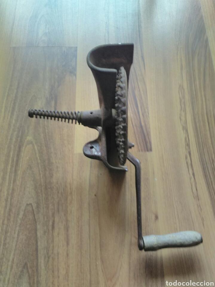 Antigüedades: Máquina desgranador de maíz, mazorcas - Foto 2 - 139418498