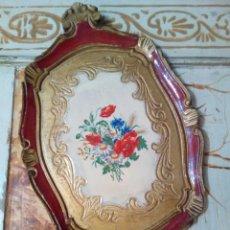 Antigüedades: ANTIGUA BANDEJA DE MADERA Y PAN DE ORO. Lote 139418852