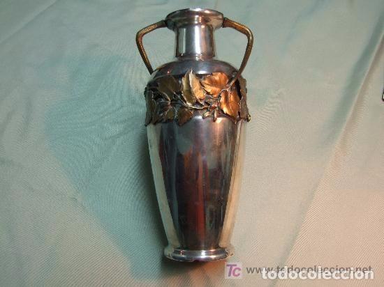 Antigüedades: JARRON MODERNISTA EN BRONCE PLATEADO Y ADORNOS DE CALAMINA DORADA - Foto 2 - 139443006