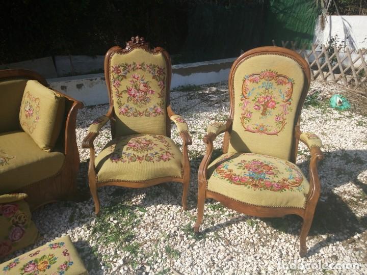 Antigüedades: juego de salón luis xv ,sofa,2 sillones ,4 sillas,2 reposa pies 1 cojín,todo completamente bordado - Foto 2 - 139462226