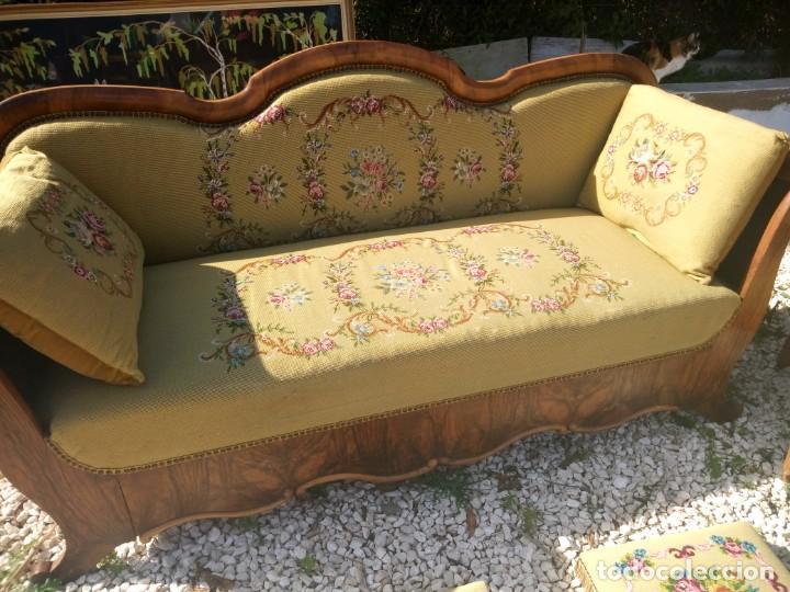 Antigüedades: juego de salón luis xv ,sofa,2 sillones ,4 sillas,2 reposa pies 1 cojín,todo completamente bordado - Foto 9 - 139462226