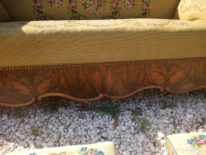 Antigüedades: juego de salón luis xv ,sofa,2 sillones ,4 sillas,2 reposa pies 1 cojín,todo completamente bordado - Foto 10 - 139462226