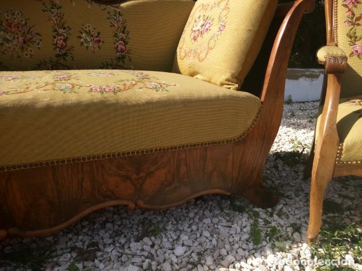 Antigüedades: juego de salón luis xv ,sofa,2 sillones ,4 sillas,2 reposa pies 1 cojín,todo completamente bordado - Foto 11 - 139462226