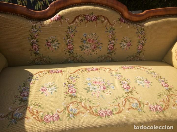 Antigüedades: juego de salón luis xv ,sofa,2 sillones ,4 sillas,2 reposa pies 1 cojín,todo completamente bordado - Foto 12 - 139462226