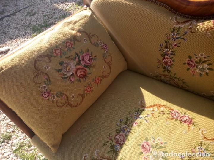 Antigüedades: juego de salón luis xv ,sofa,2 sillones ,4 sillas,2 reposa pies 1 cojín,todo completamente bordado - Foto 14 - 139462226
