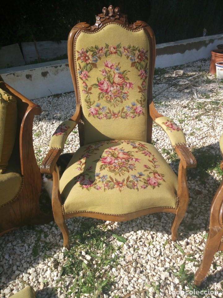 Antigüedades: juego de salón luis xv ,sofa,2 sillones ,4 sillas,2 reposa pies 1 cojín,todo completamente bordado - Foto 15 - 139462226