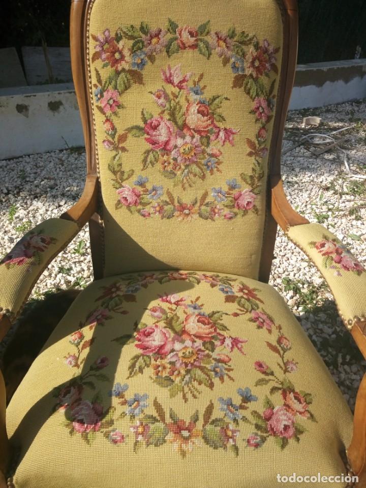 Antigüedades: juego de salón luis xv ,sofa,2 sillones ,4 sillas,2 reposa pies 1 cojín,todo completamente bordado - Foto 16 - 139462226