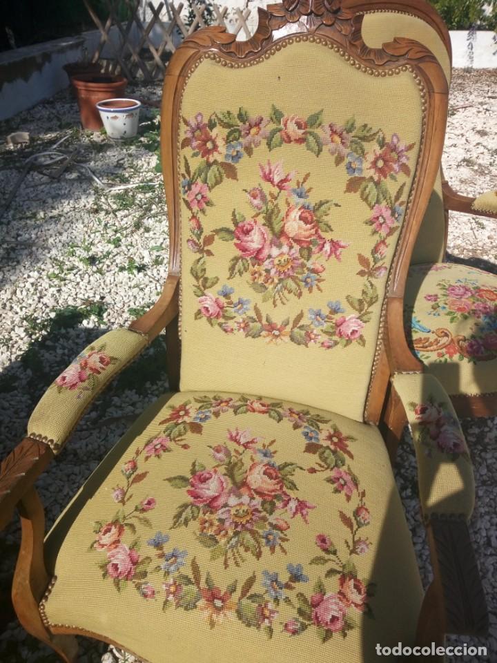 Antigüedades: juego de salón luis xv ,sofa,2 sillones ,4 sillas,2 reposa pies 1 cojín,todo completamente bordado - Foto 17 - 139462226