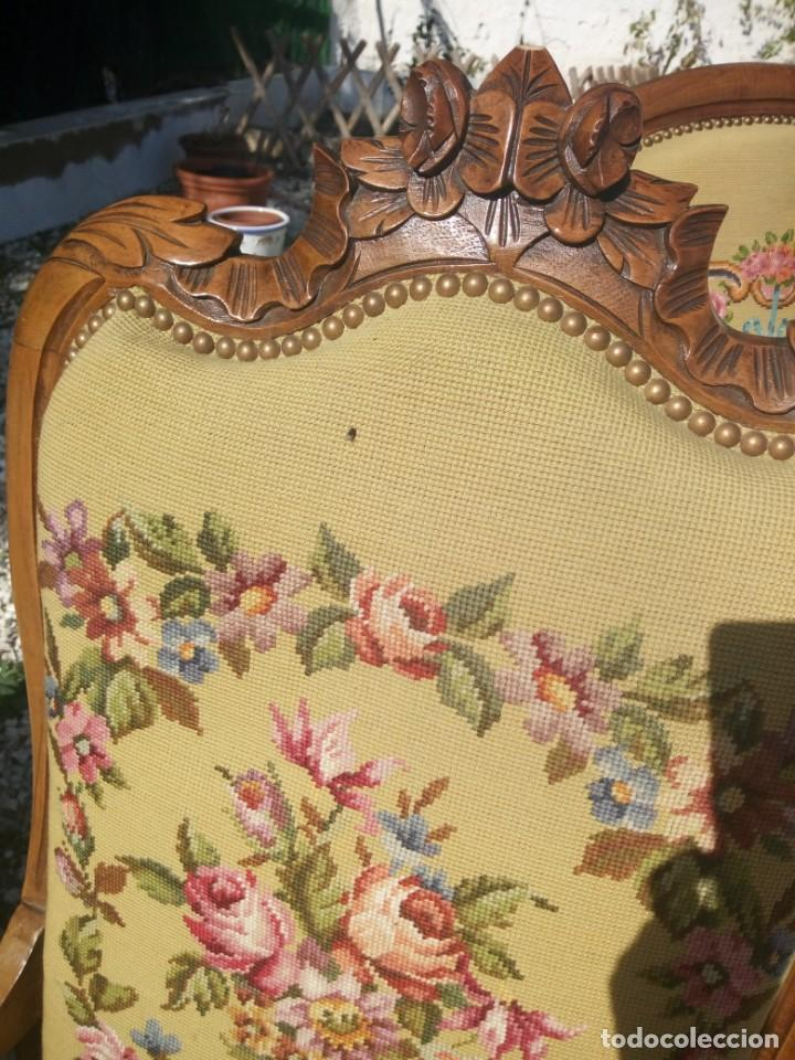 Antigüedades: juego de salón luis xv ,sofa,2 sillones ,4 sillas,2 reposa pies 1 cojín,todo completamente bordado - Foto 19 - 139462226