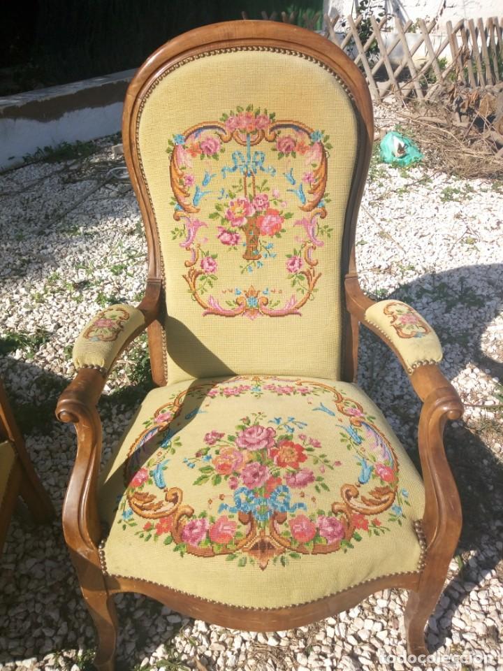 Antigüedades: juego de salón luis xv ,sofa,2 sillones ,4 sillas,2 reposa pies 1 cojín,todo completamente bordado - Foto 20 - 139462226