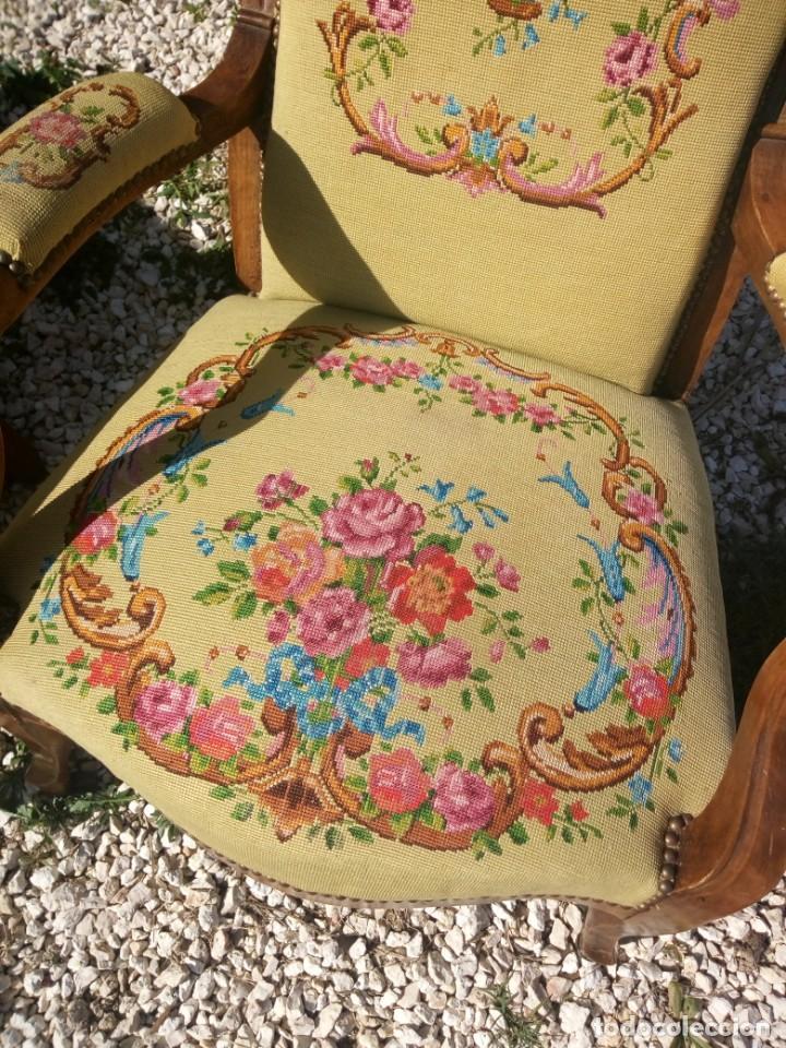 Antigüedades: juego de salón luis xv ,sofa,2 sillones ,4 sillas,2 reposa pies 1 cojín,todo completamente bordado - Foto 21 - 139462226